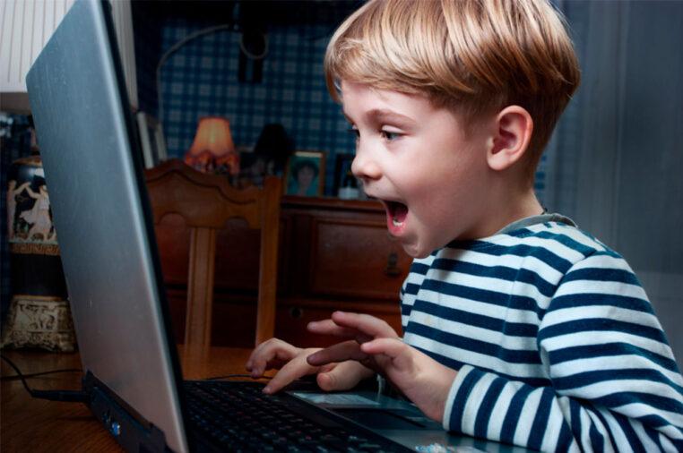 Психологи порадили, як застерегти дітей від комп'ютерної залежності