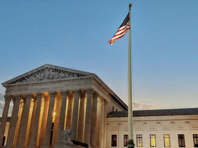 Верховний суд США визнав право відмовляти гомосексуалістам у всиновленні дітей